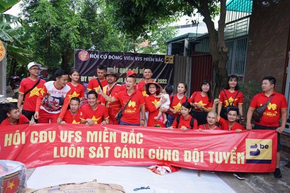 Cựu danh thủ Hồng Sơn sang Thái Lan cổ vũ cho đội tuyển Việt Nam - Ảnh 1.