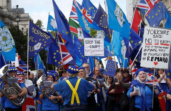 Thất bại Brexit đầu tiên của ông Johnson - Ảnh 1.