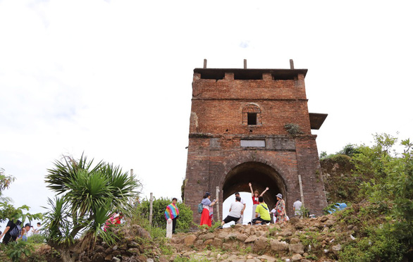 Bí mật các di sản của Quảng Nam - Đà Nẵng - Kỳ 4: Bắt tay cứu Hải Vân quan - Ảnh 1.