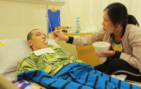 Suất học bổng Tiếp sức đến trường trong phòng hồi sức tích cực - Ảnh 1.