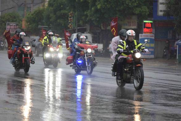 Hủy chặng 5 Cuộc đua xe đạp VTV Cúp vì mưa bão - Ảnh 2.