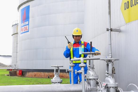 Giá dầu giảm sâu còn 58,6 USD/thùng, PVN đạt doanh thu 55.400 tỉ - Ảnh 1.