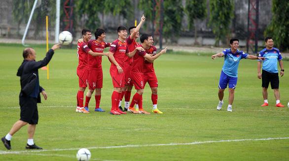 Cựu binh Bangkok tại AFF Cup 2008 gửi đàn em: Hãy thoải mái vào trận - Ảnh 1.
