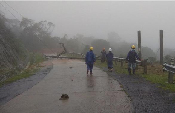 Đã khôi phục cấp điện cho 70.000 hộ dân vùng lũ Quảng Bình, Quảng Trị - Ảnh 1.