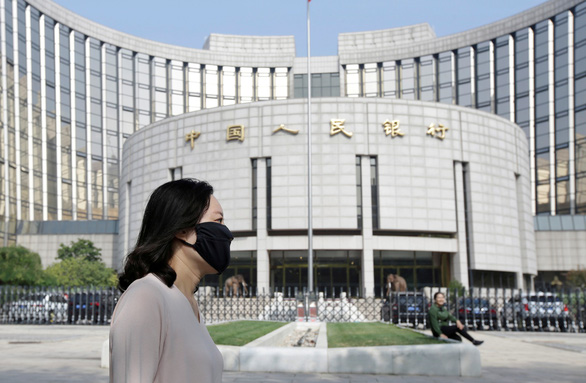 Trung Quốc giảm tỉ lệ dự trữ bắt buộc để thêm tiền cứu nền kinh tế - Ảnh 1.