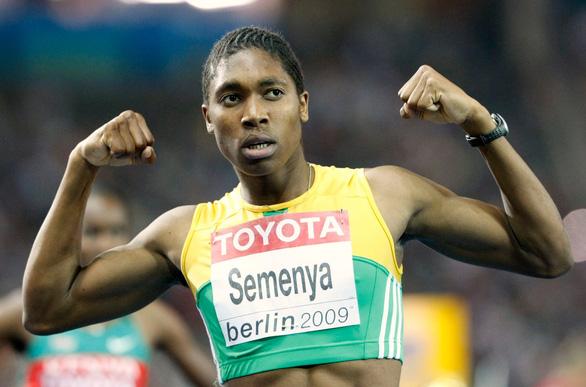 VĐV điền kinh nữ vô địch Olympic bị nghi ngờ là nam... chuyển sang đá bóng - Ảnh 1.