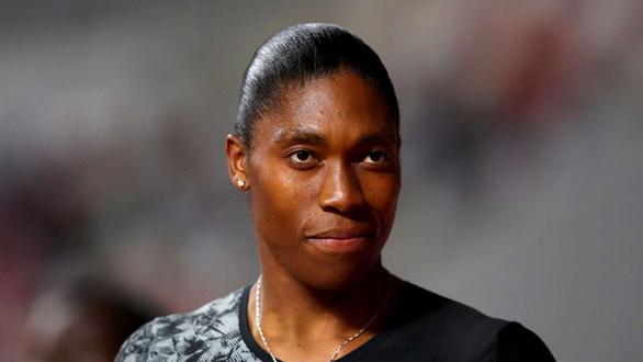 VĐV điền kinh nữ vô địch Olympic bị nghi ngờ là nam... chuyển sang đá bóng - Ảnh 2.