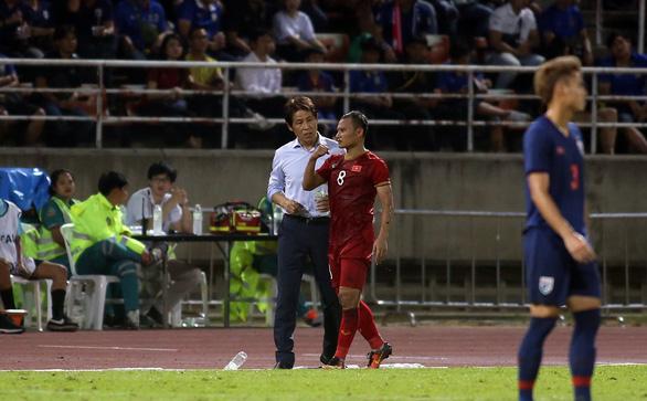 Ban huấn luyện đội tuyển Việt Nam và Thái Lan hai lần nảy lửa ngoài sân - Ảnh 2.
