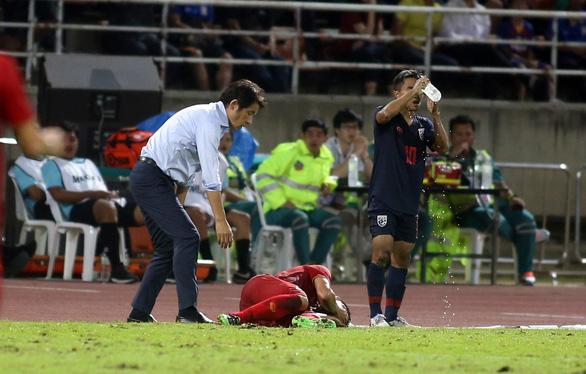 Ban huấn luyện đội tuyển Việt Nam và Thái Lan hai lần nảy lửa ngoài sân - Ảnh 3.