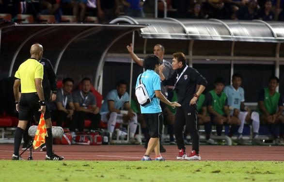 Ban huấn luyện đội tuyển Việt Nam và Thái Lan hai lần nảy lửa ngoài sân - Ảnh 5.