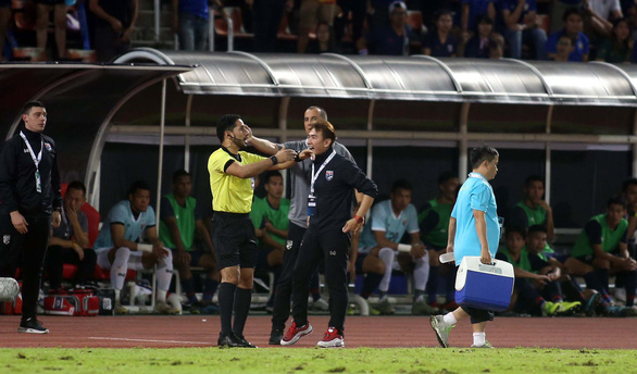 Ban huấn luyện đội tuyển Việt Nam và Thái Lan hai lần nảy lửa ngoài sân - Ảnh 7.