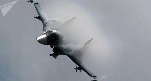 Do lỗi phi công, hai máy bay hiện đại của Nga dính nhau trên không - Ảnh 2.