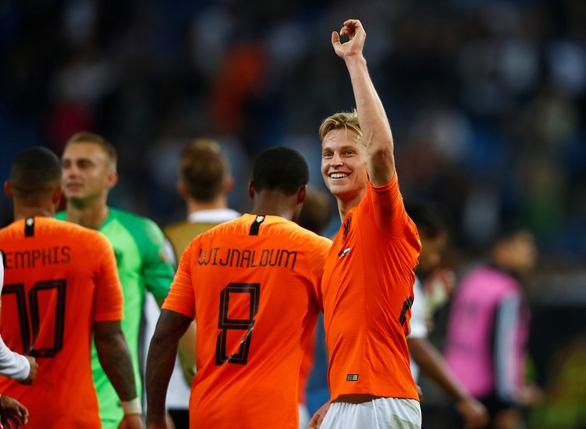 Hà Lan đá bại chủ nhà Đức 4-2 ở vòng loại Euro 2020 - Ảnh 1.