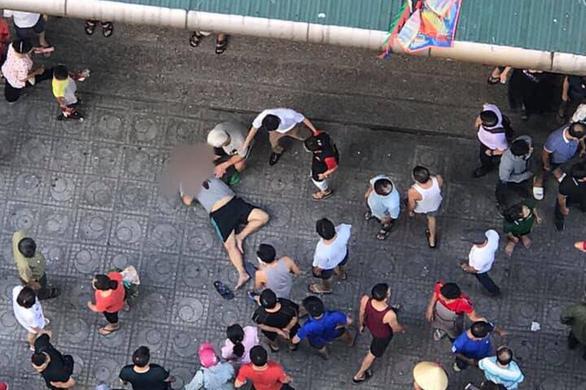 Ngồi uống trà đá, 3 người bị thương sau tiếng nổ phát ra từ chiếc hộp - Ảnh 1.