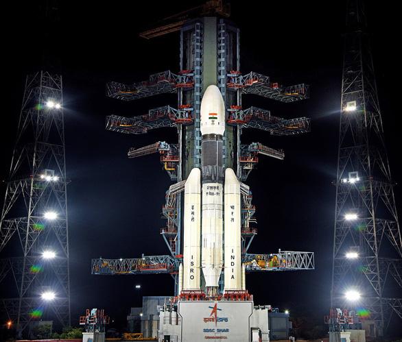 Cơ quan không gian Ấn Độ mất liên lạc với tàu đổ bộ Mặt Trăng - Ảnh 1.