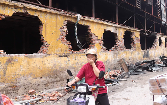 Hà Nội 200, Đà Nẵng 150, TP.HCM tới 10.000 cơ sở sản xuất đáng sợ sát nách nhà dân - Ảnh 1.