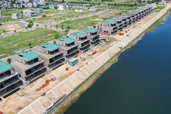 Đất xanh miền Trung: 36 biệt thự bị dừng thi công được miễn giấy phép xây dựng - Ảnh 1.