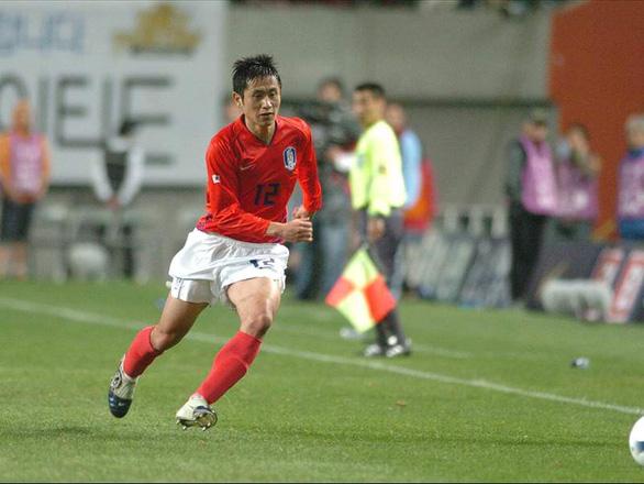 Sao Hàn Quốc ở World Cup 2002 không biết nên chọn 'phe' ông Park hay Hiddink - Ảnh 1.