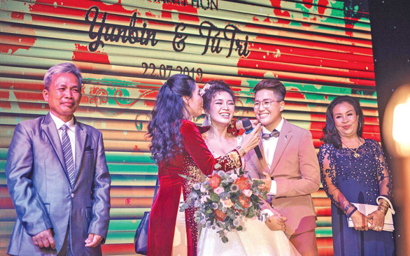 Hôn nhân cùng giới tính - Kỳ 2: Tình yêu sôi nổi của YunBin và Tú Tri - Ảnh 3.