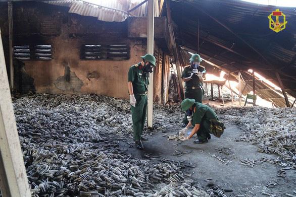 Đề nghị báo cáo việc khắc phục hậu quả vụ cháy Công ty Rạng Đông - Ảnh 1.