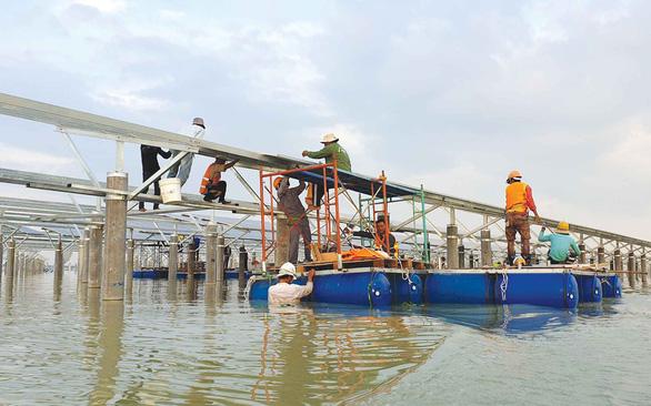 Biến vùng bán ngập hồ Dầu Tiếng thành nơi phát điện - Ảnh 1.