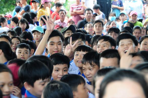 Thủ tướng Nguyễn Xuân Phúc đón Tết Trung thu cùng trẻ em Quảng Nam - Ảnh 3.