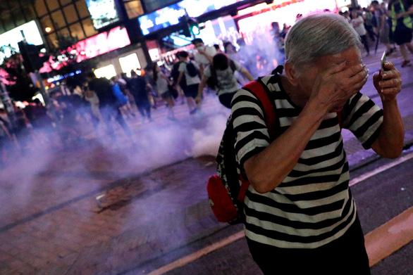 Cảnh sát Hong Kong bắt gần 160 người biểu tình trong cuối tuần - Ảnh 2.