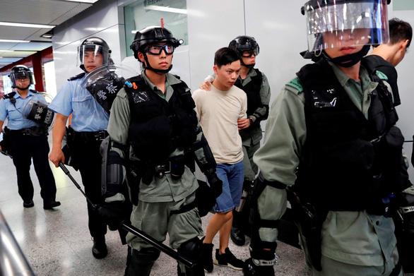 Cảnh sát Hong Kong bắt gần 160 người biểu tình trong cuối tuần - Ảnh 1.
