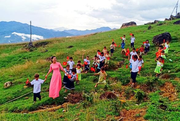 Cô giáo Trà Thị Thu: Tắk Pổ cho tôi những trải nghiệm đẹp nhất - Ảnh 1.