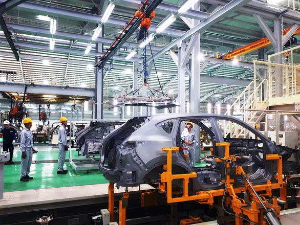 Cơ hội cuối cho công nghiệp ôtô Việt Nam? - Kỳ 1: Hụt hơi vì xe nhập khẩu - Ảnh 1.