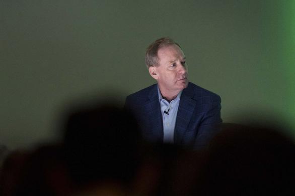 Chủ tịch Microsoft than phiền ông Trump đối xử bất công với Huawei - Ảnh 1.