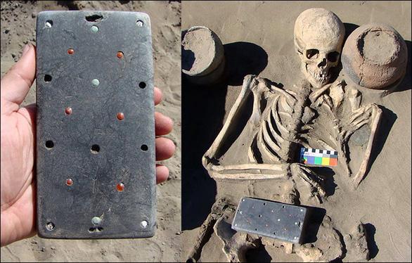 Tìm thấy điện thoại iPhone niên đại hơn 2.000 năm trong lăng mộ cổ - Ảnh 2.