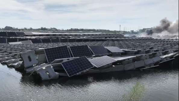 Bão Faxai gây cháy nhà máy điện mặt trời lớn nhất Nhật Bản - Ảnh 1.