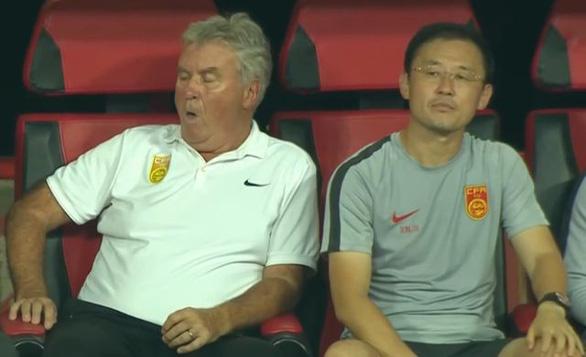 Báo Sina: Hiddink ngáp dài, Sun Jihai bất lực, U22 Trung Quốc bại trận trước Việt Nam - Ảnh 1.