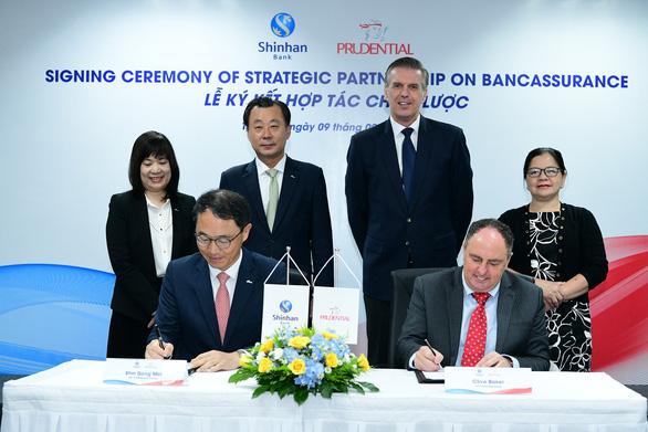 Prudential Việt Nam và Ngân hàng Shinhan ký kết hợp tác chiến lược - Ảnh 1.