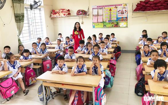 Hàng trăm trường khai giảng bù sau mưa lũ - Ảnh 5.