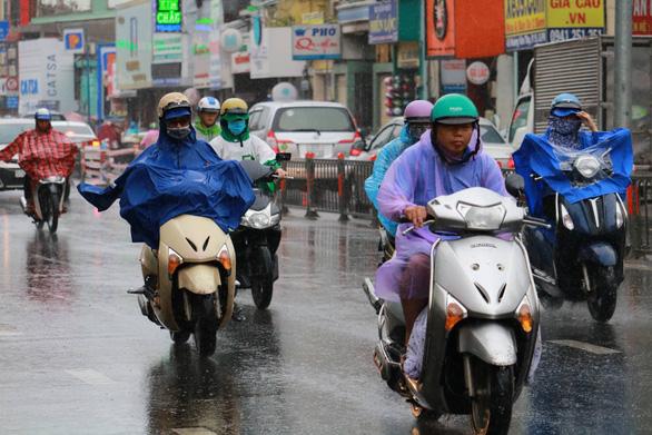 Nam Bộ, Tây Nguyên mưa dông lan rộng - Ảnh 1.