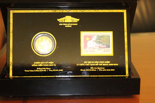 50 phiên bản 'đồng tiền vàng bộ trưởng' quý hiếm được trao tới người dân - Ảnh 2.