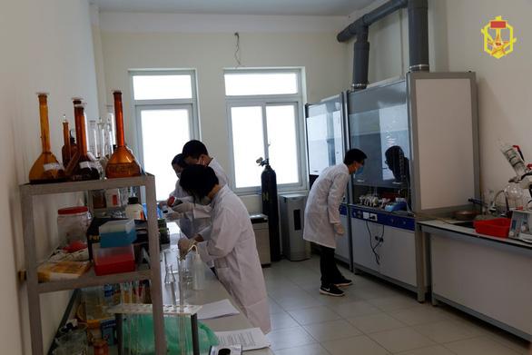 Binh chủng Hóa học lấy 25 mẫu, lên phương án tiêu độc Nhà máy Rạng Đông - Ảnh 5.