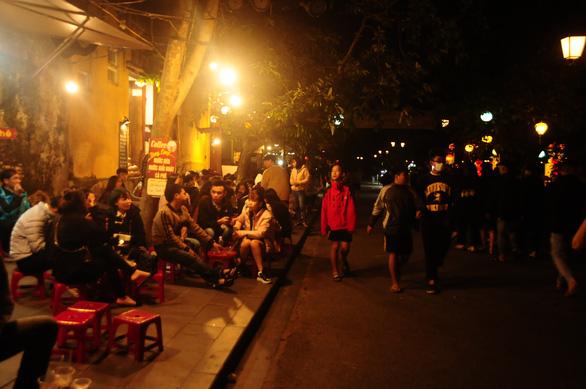 Quảng Nam cho học sinh nghỉ học, đóng cửa phố cổ Hội An vì ca dương tính COVID-19 - Ảnh 1.