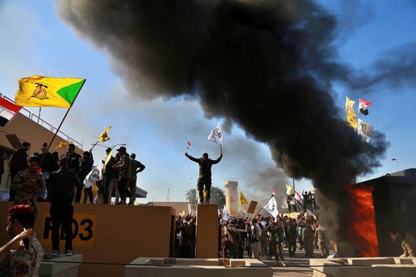 Mỹ điều thêm quân tới Iraq sau khi sứ quán bị tấn công - Ảnh 1.