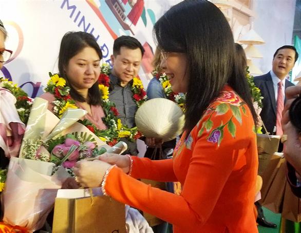 TP.HCM chào đón những vị khách quốc tế xông đất 2020 - Ảnh 3.