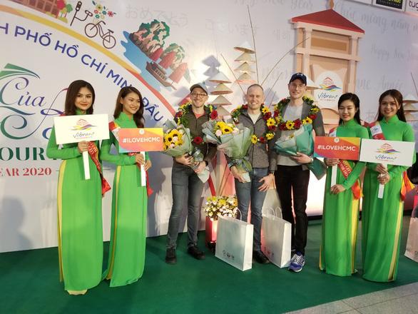 TP.HCM chào đón những vị khách quốc tế xông đất 2020 - Ảnh 1.