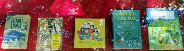 Đường sách tổ chức triển lãm, bói Kiều, viết lưu bút mừng tuổi lên 4 - Ảnh 5.
