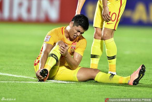 U23 Trung Quốc nhận hung tin khi Zhang Yuning rời giải vì chấn thương - Ảnh 1.