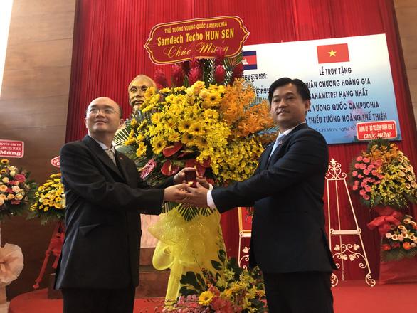 Campuchia truy tặng thiếu tướng Hoàng Thế Thiện Huân chương hoàng gia Sahametrei - Ảnh 1.