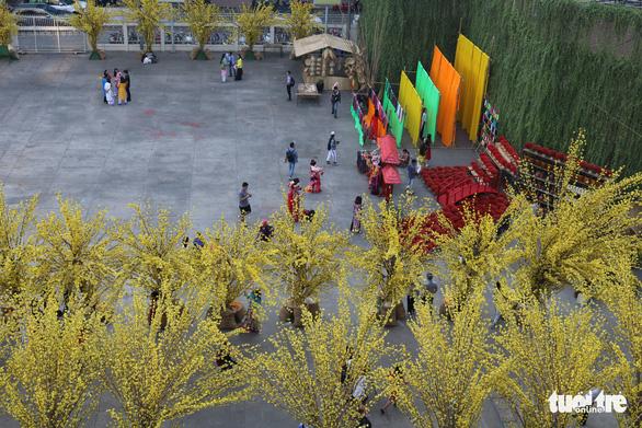 Sắc mai vàng rực tại Lễ hội Tết Việt xuân Canh Tý - Ảnh 1.
