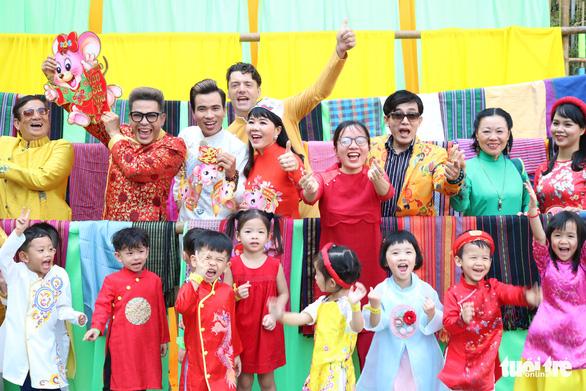 Sắc mai vàng rực tại Lễ hội Tết Việt xuân Canh Tý - Ảnh 9.