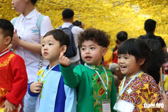 Sắc mai vàng rực tại Lễ hội Tết Việt xuân Canh Tý - Ảnh 10.