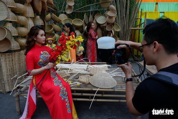 Sắc mai vàng rực tại Lễ hội Tết Việt xuân Canh Tý - Ảnh 3.